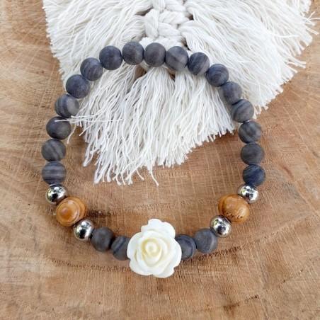 Bracelet bois pétrifié et rose blanche