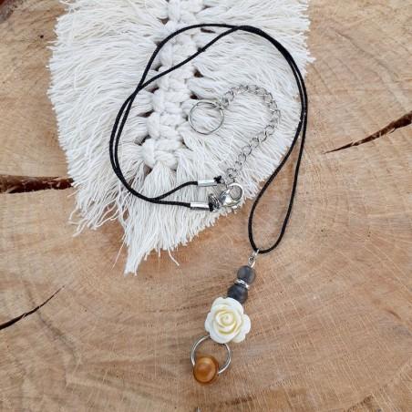 Collier bois pétrifié et perle rose blanche